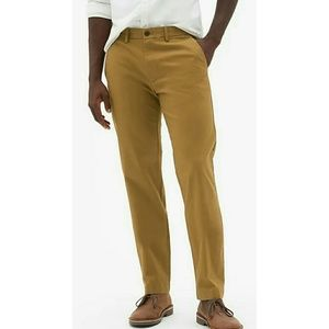 GAP Men's Khakis in Straight Fit 38X31